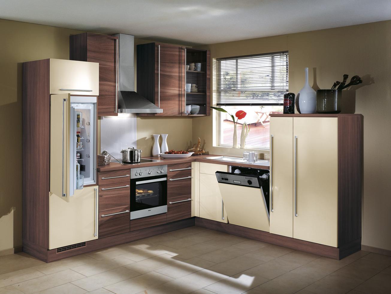 Preiswerte Winkel-Küche mit Geräten