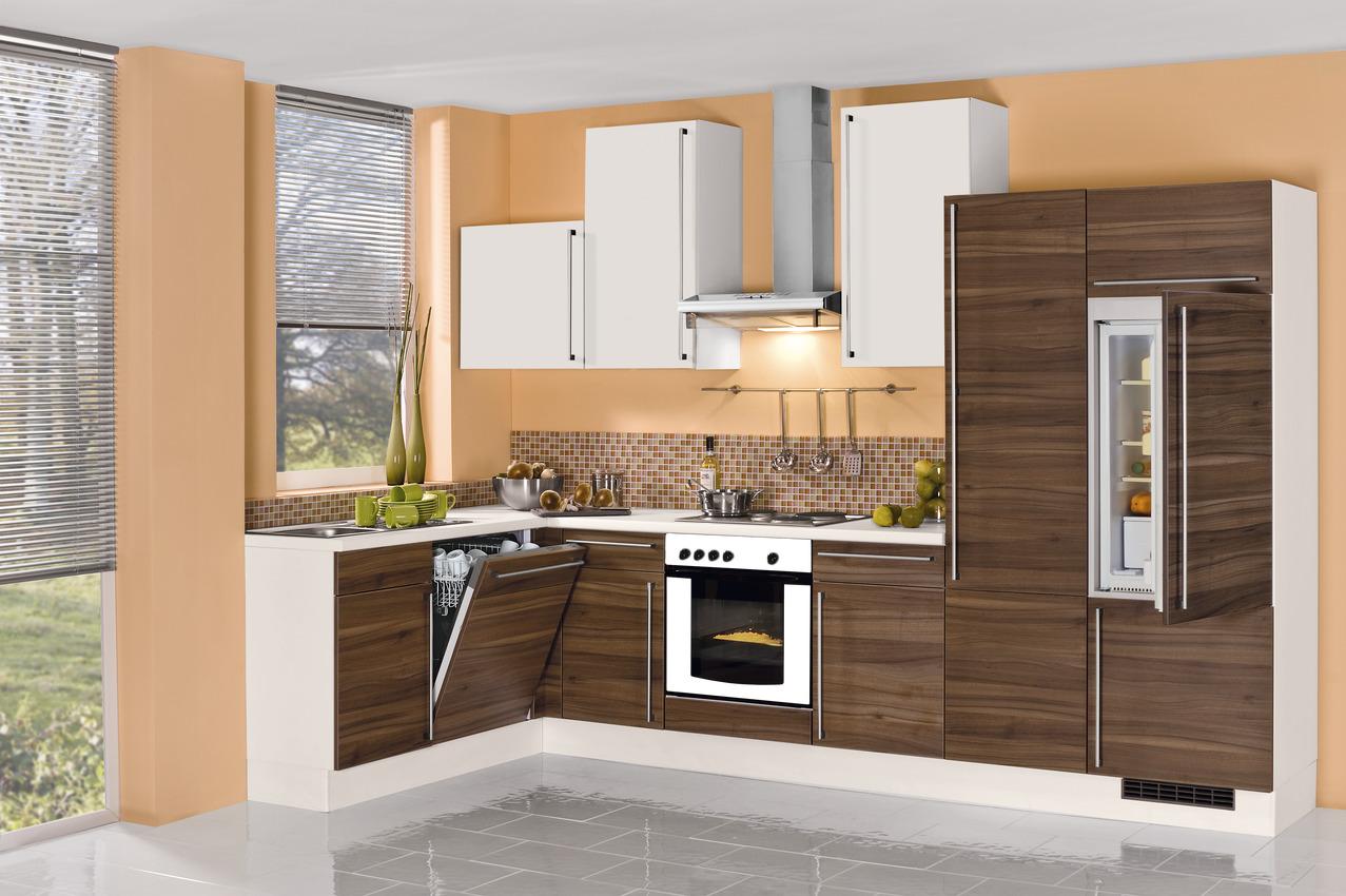 kleine L-Küche mit Elektrogeräten