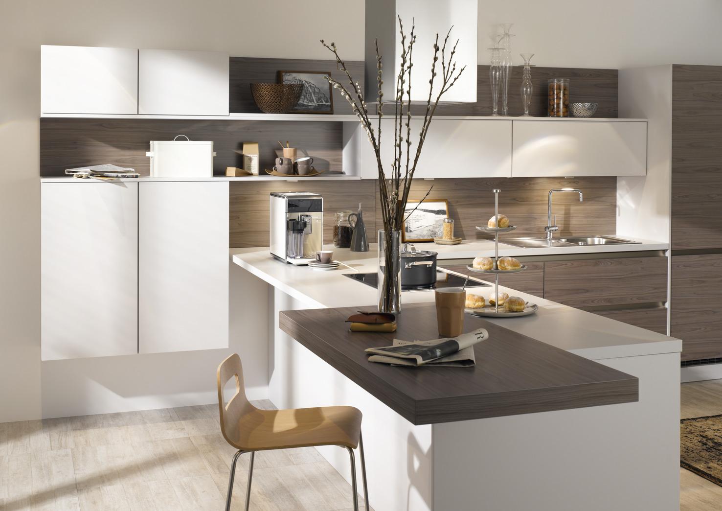 moderne k che in l form mit theke. Black Bedroom Furniture Sets. Home Design Ideas