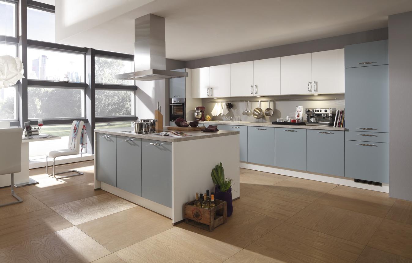 Kücheninsel mit Geräten