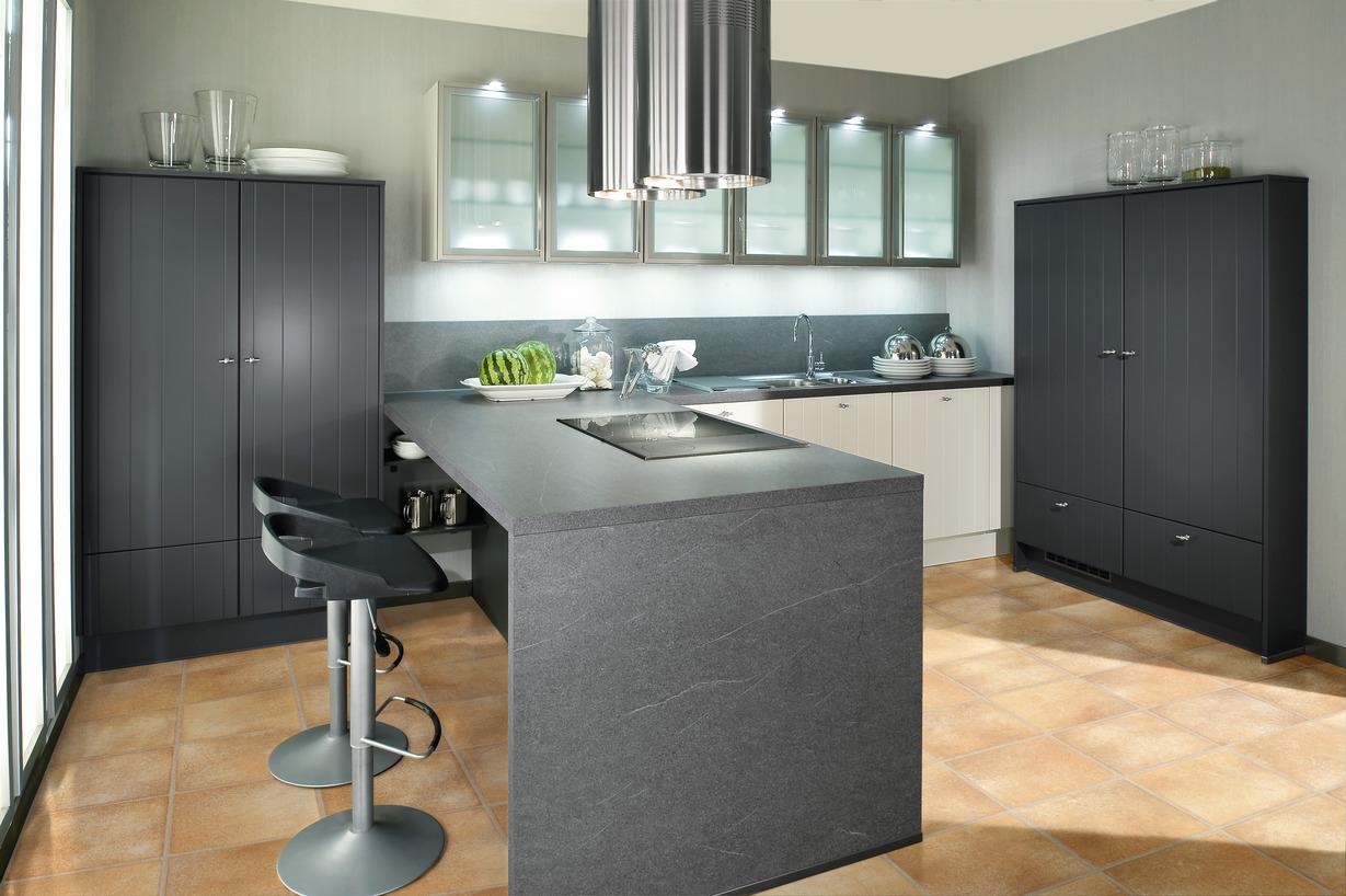 kleine k chen insel mit theke. Black Bedroom Furniture Sets. Home Design Ideas